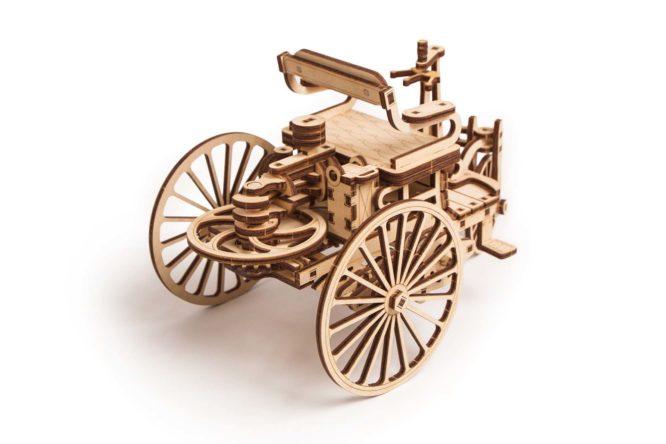"""Koka konstruktors """"Pirmā automašīna"""""""